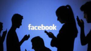 Confinados, pero con Facebook